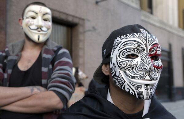 Члены Anonymous носят маски Гая Фокса. Архивное фото. - Sputnik Таджикистан