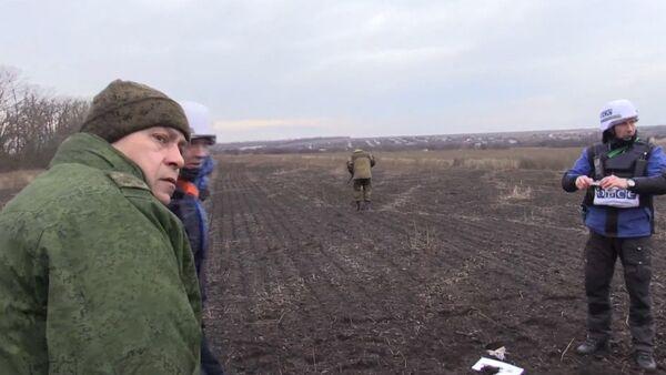Наблюдатели ОБСЕ пригибались под пулями во время обстрела под Донецком - Sputnik Таджикистан