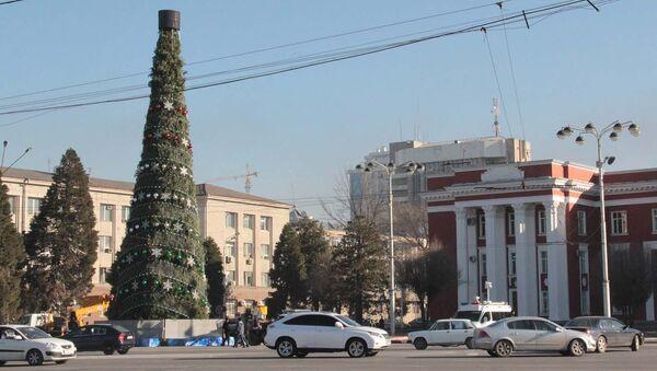 Новогодняя елка на площади Дусти 29 декабря 2015 года - Sputnik Таджикистан