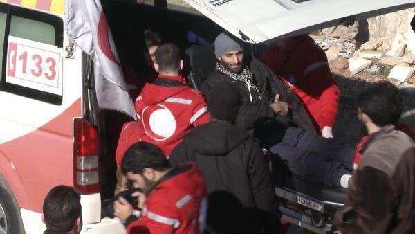 Раненых боевиков вывезли из Сирии в обмен на эвакуацию сотен мирных граждан - Sputnik Таджикистан