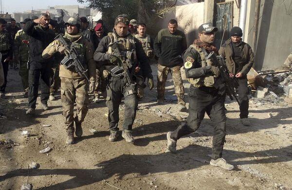 Иракские военные в городе Эр-Рамади 28 декабря 2015 года - Sputnik Таджикистан