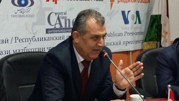Министр образования Нуриддин Саидзода на пресс-конференции 11.01.2016 - Sputnik Таджикистан