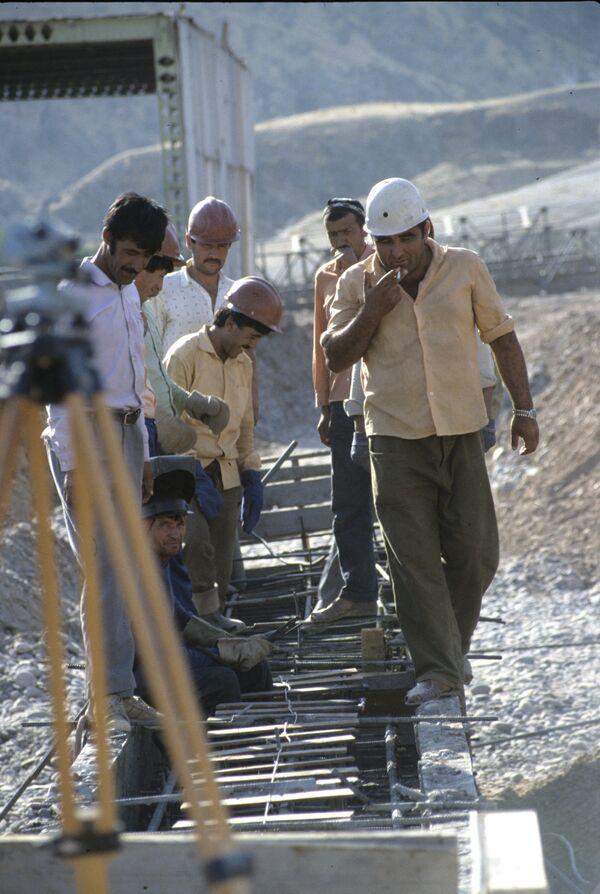 Гидростроители из бригады Абдусалома Гурезова - Sputnik Таджикистан
