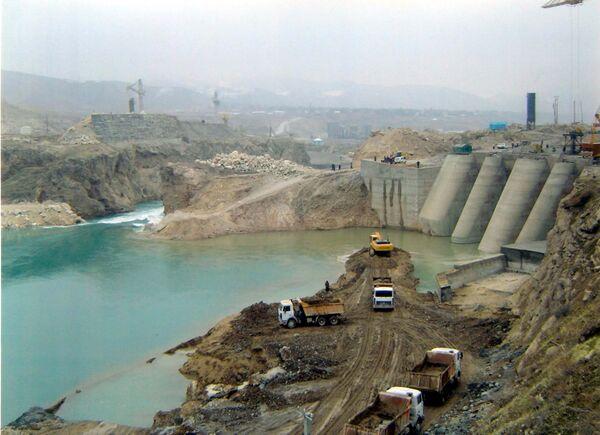 На строительной площадке Сангтудинской ГЭС в 2006 году. - Sputnik Таджикистан