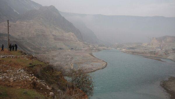 Русло реки Вахш перед перекрытием в декабре 2006 года. - Sputnik Таджикистан
