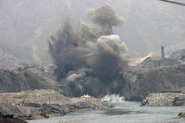 Взрыв на реке Вахш 15 декабря 2006 года - Sputnik Таджикистан