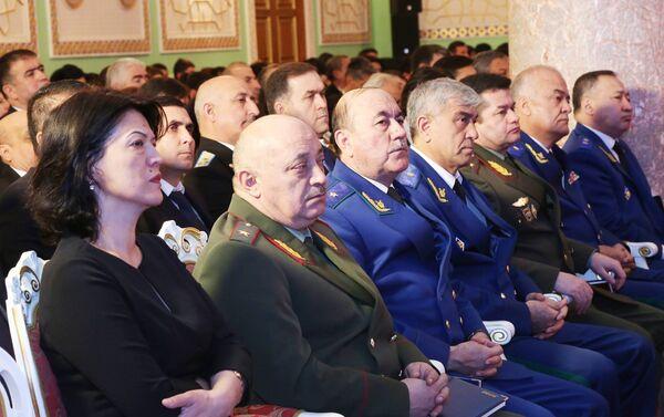 Представители силовых ведомств Таджикистана слушают ежегодное послание президента РТ к депутатам обеих палат парламента - Sputnik Таджикистан