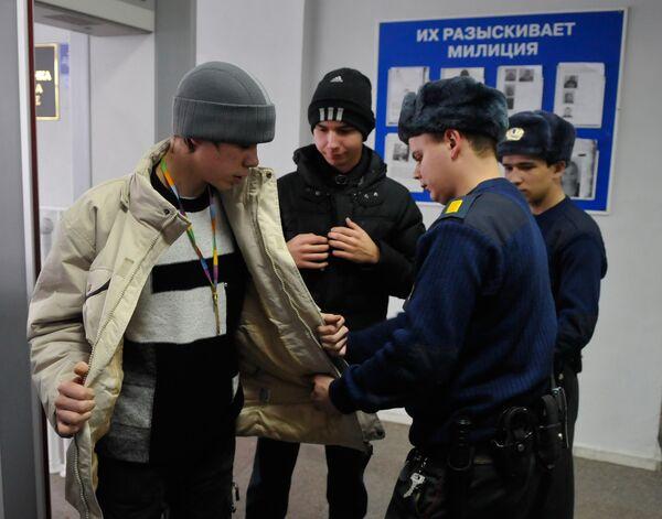Усиление мер безопасности в России после теракта в Домодедово - Sputnik Таджикистан