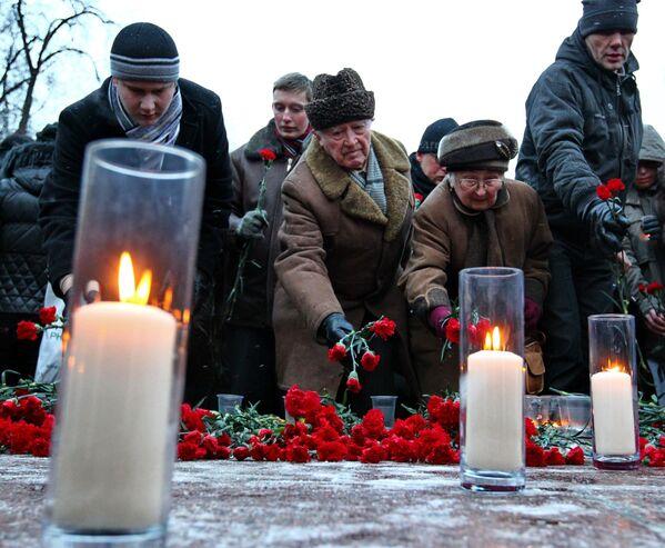 Акция памяти погибших при взрыве в Домодедово - Sputnik Таджикистан