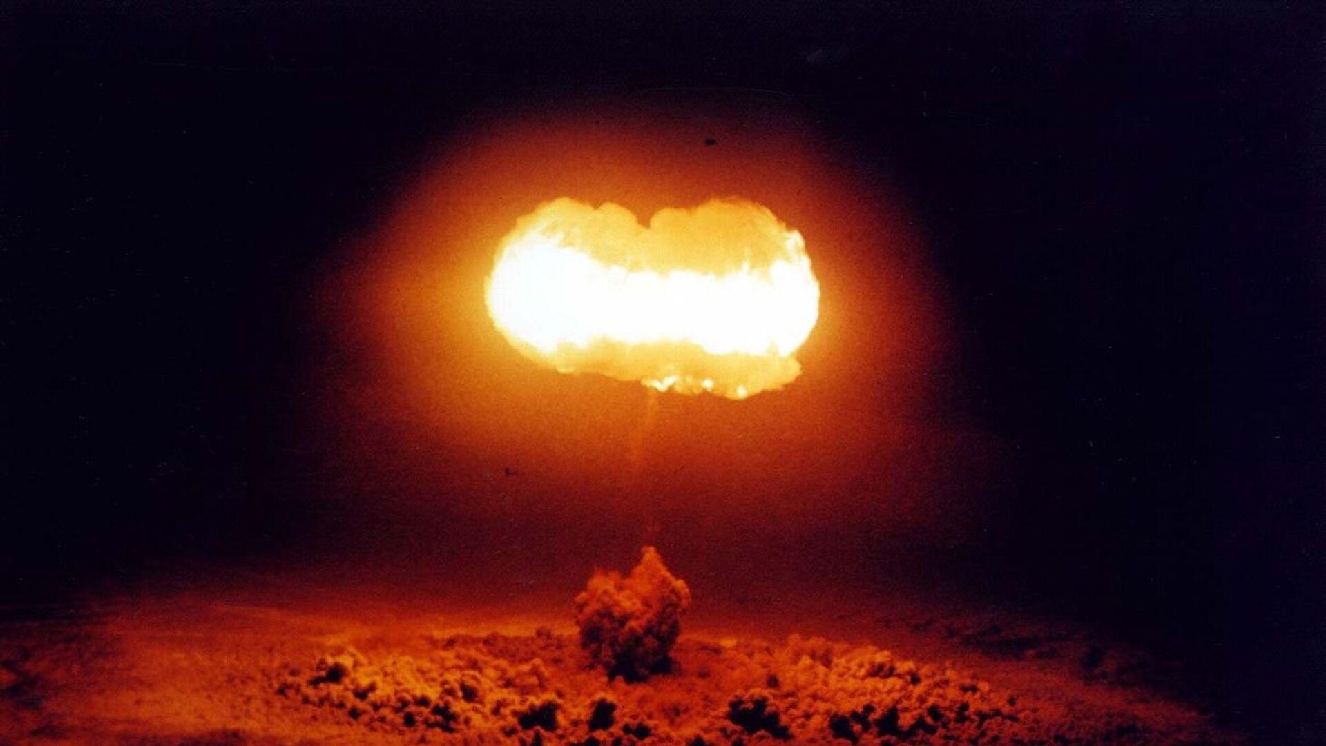 Ядерный взрыв, архивное фото - Sputnik Таджикистан, 1920, 06.10.2021