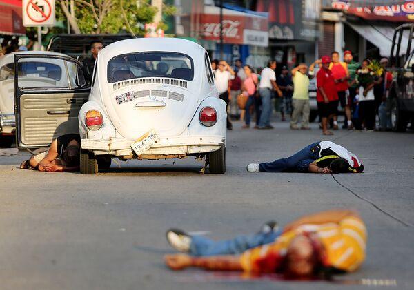 Тела трех человек лежат в центре города Акапулько. Архивное фото - Sputnik Таджикистан