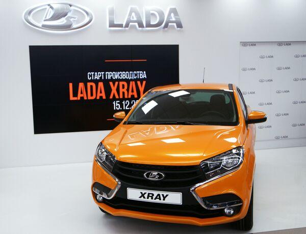 Автомобиль новой модели АвтоВАЗа LADA X-Ray - Sputnik Таджикистан