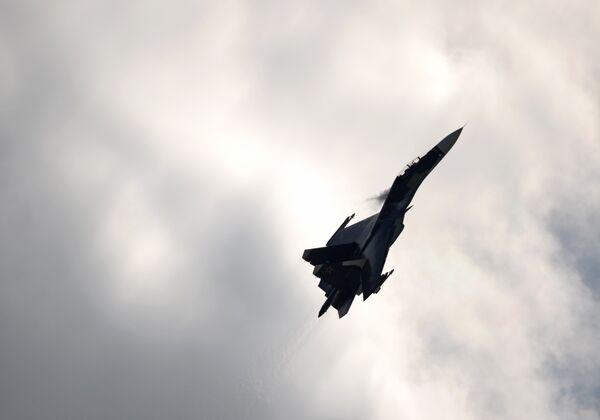 Истребитель Су-27. Архивное фото - Sputnik Таджикистан
