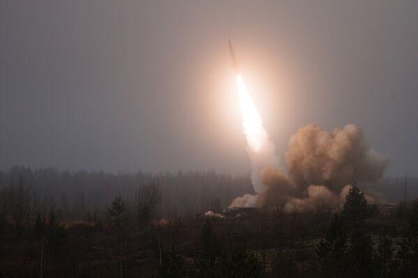 Боевые стрельбы из ракетно-артиллерийского вооружения. Архивное фото - Sputnik Таджикистан