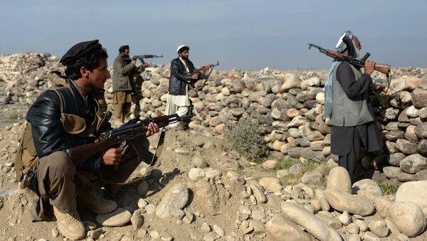 Афганские силовики во время столкновений с боевиками ИГ в провинции Нангахар (Афганистан). Архивное фото - Sputnik Таджикистан