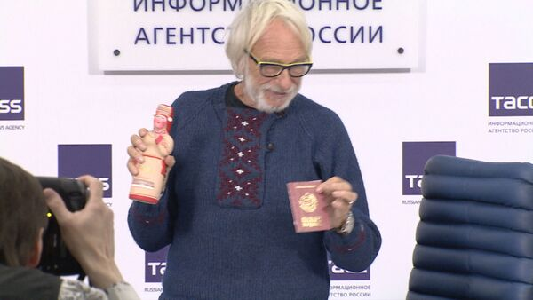 Пьер Ришар получил паспорт мордвина и объяснил, почему не поехал в Крым - Sputnik Таджикистан