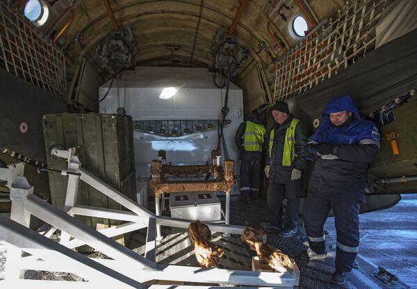 Космический аппарат Аист-2Д и блок выведения Волга доставлены в аэропорт Благовещенска. Архивное фото - Sputnik Таджикистан