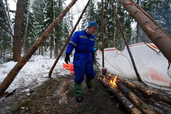 Экипаж МКС 54/55 провел тренировку по выживанию в зимнем лесу - Sputnik Таджикистан