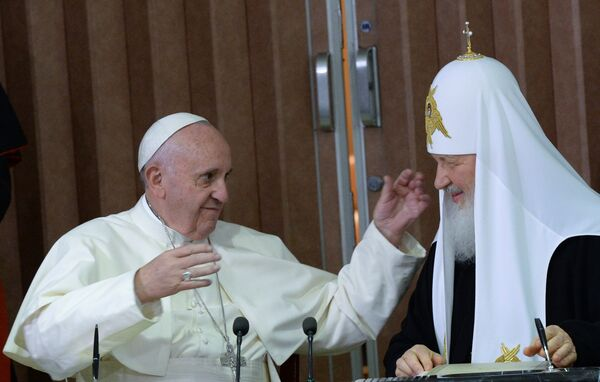 Встреча патриарха Московского и всея Руси Кирилла с папой римским Франциском - Sputnik Таджикистан