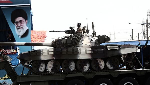 Танк Т-72 на военном параде в Иране. Архивное фото - Sputnik Тоҷикистон