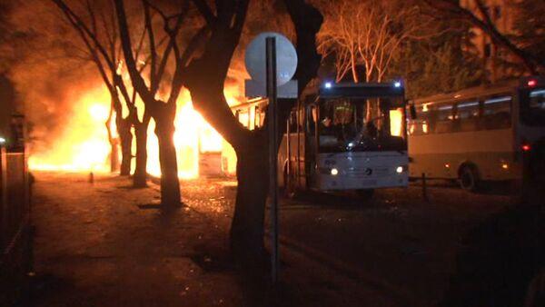 Заминированный автомобиль взорвался в центре Анкары. Кадры с места ЧП - Sputnik Таджикистан