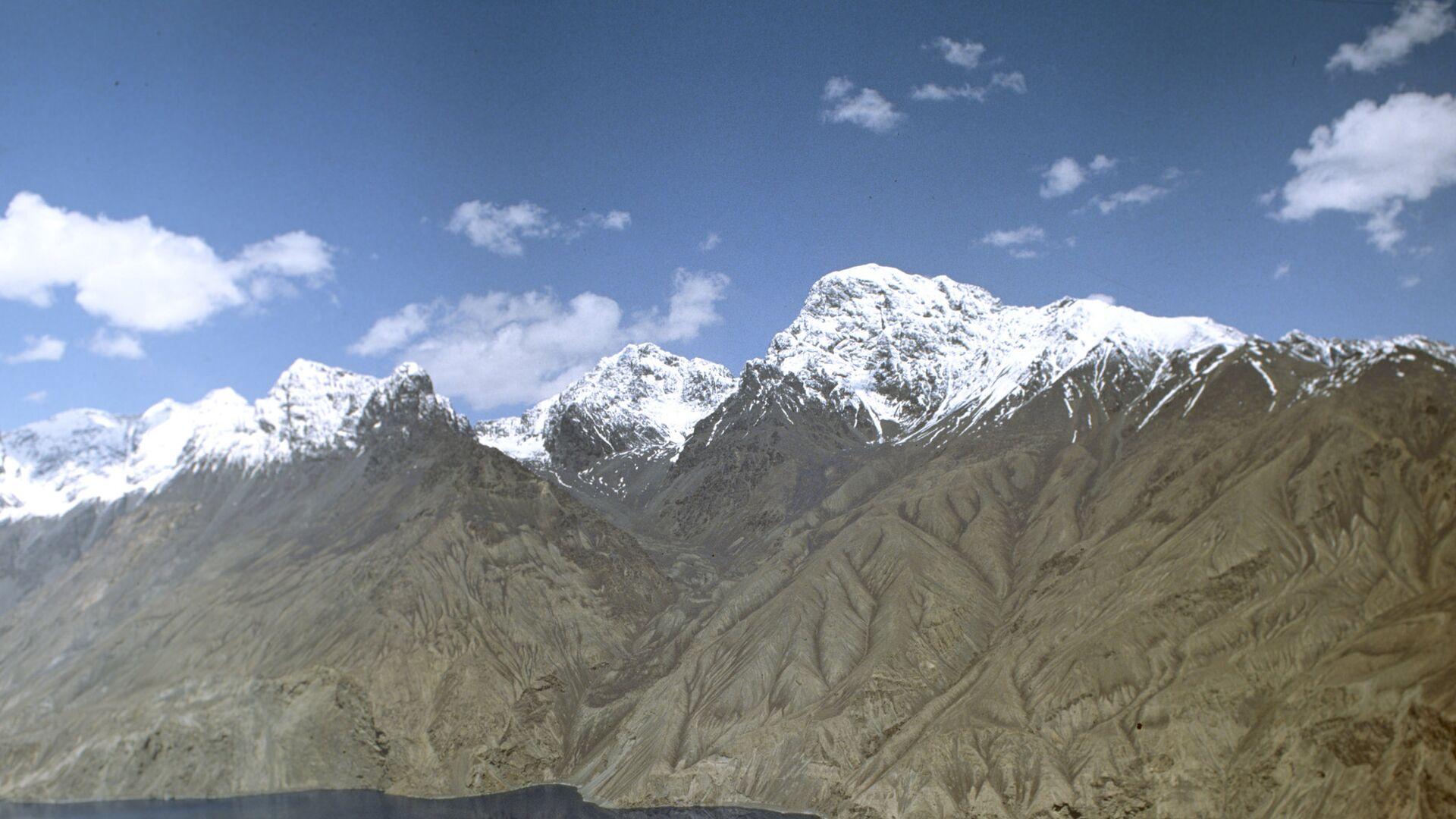Горный пейзаж в районе Сарезского озера. Архивное фото - Sputnik Таджикистан, 1920, 27.09.2021