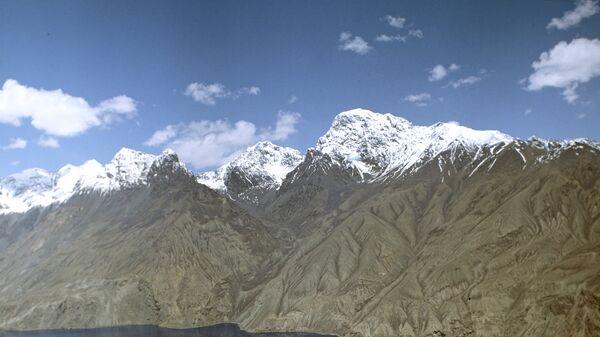 Горный пейзаж в районе Сарезского озера. Архивное фото - Sputnik Таджикистан