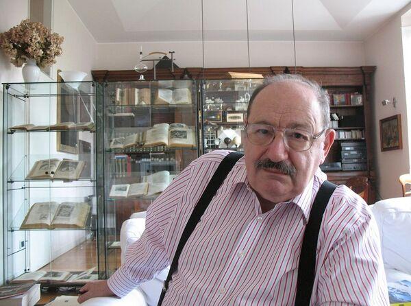 Итальянский писатель и философ Умберто Эко. Архивное фото - Sputnik Таджикистан