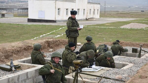 Подготовка военных Таджикистана на полигоне Ляур 201-й РВБ. Архивное фото - Sputnik Таджикистан