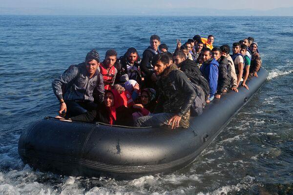 Ситуация с беженцами на греческом острове Лесбос - Sputnik Таджикистан