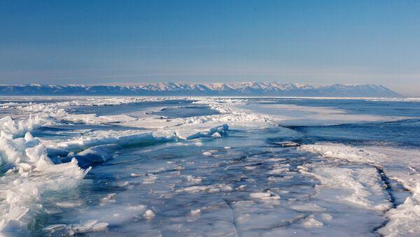 Замерзшее озеро, архивное фото - Sputnik Таджикистан