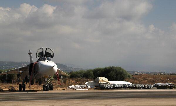 Российская боевая авиагруппа на аэродроме Хмеймим в Сирии. Архивное фото - Sputnik Таджикистан