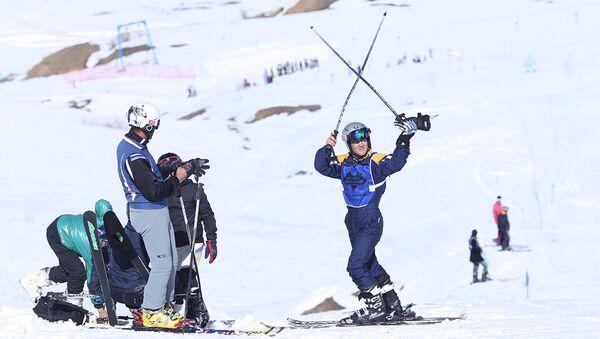 Республиканские соревнования по горным лыжам среди юниоров в горнолыжном комплексе Сафед Дара - Sputnik Таджикистан