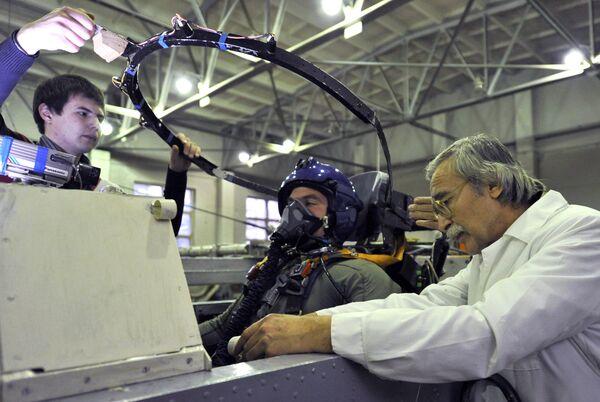 Испытания ППК нового поколения для пилотов истребителя Т-50. Архивное фото - Sputnik Таджикистан