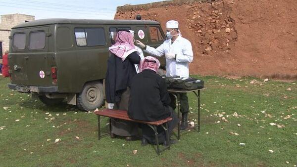 Присоединившиеся к перемирию сирийцы получили гумпомощь и прошли медосмотр - Sputnik Таджикистан