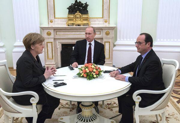 Президент России В.Путин провел рабочую встречу с канцлером ФРГ А.Меркель и президентом Франции Ф.Олландом. Архивное фото - Sputnik Таджикистан