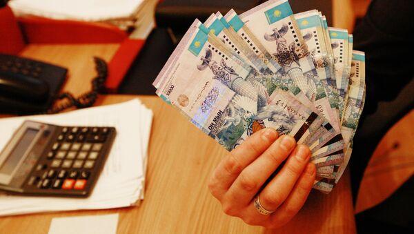 Тенге - национальная валюта Казахстана, архивное фото - Sputnik Тоҷикистон
