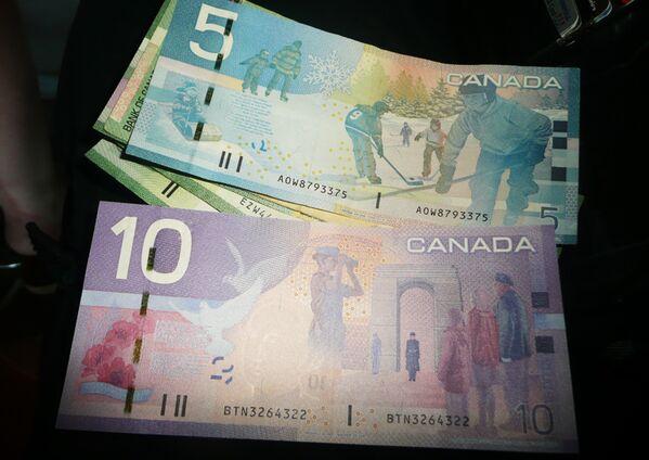 Канадский доллар. Архивное фото - Sputnik Таджикистан