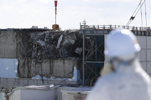 Вид на блок реактора №3 на АЭС Фукусима-1. - Sputnik Таджикистан