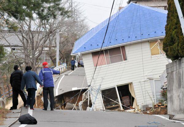 Последствия разрушительного землетрясения в японском городе Сукагава 11 марта 2011 года - Sputnik Таджикистан