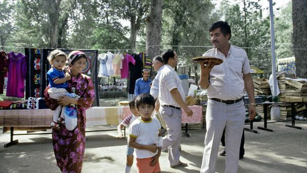 Жители города Душанбе. Архивное фото - Sputnik Тоҷикистон