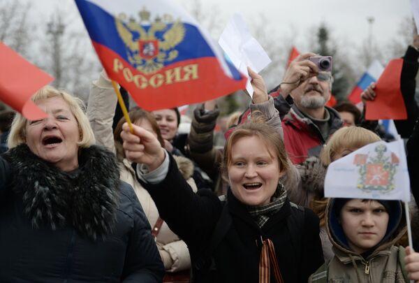 Митинг в поддержку референдума о статусе Крыма в Севастополе - Sputnik Таджикистан