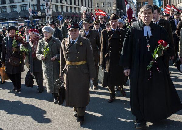Шествие участников легиона Ваффен СС в Риге 16 марта 2015 года. Архивное фото - Sputnik Таджикистан