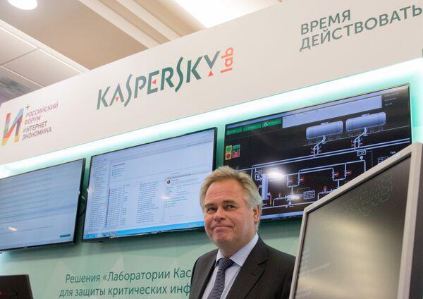 Президент РФ В. Путин принял участие в пленарном заседании первого российского форума Интернет Экономика - Sputnik Таджикистан