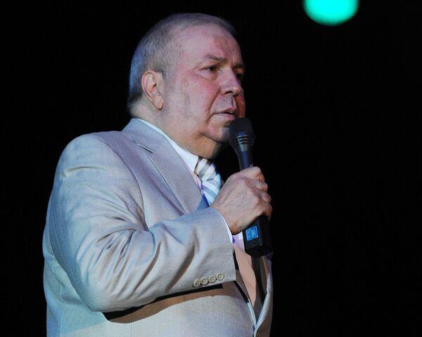 Фрэнк Синатра-младший во время выступления. 2012 год. Архивное фото - Sputnik Таджикистан