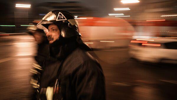 Сотрудники пожарно-спасательных подразделений МЧС. Архивное фото - Sputnik Таджикистан
