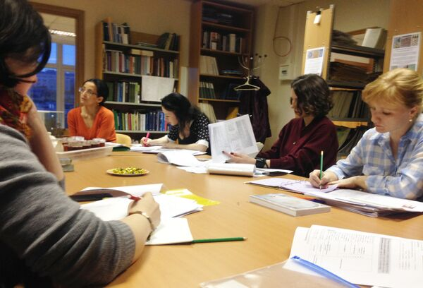 На занятиях в Школе языков соседей в Москве - Sputnik Таджикистан