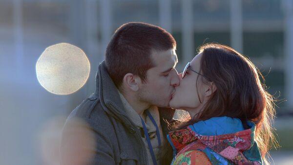 Поцелуй, архивное фото - Sputnik Таджикистан