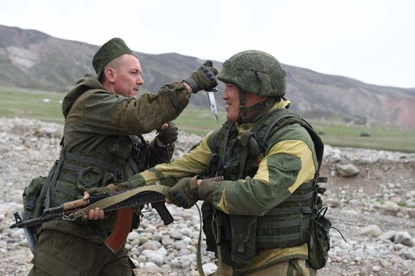 Военные учения в Шурабаде - Sputnik Тоҷикистон