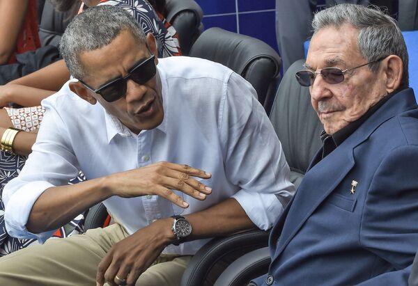 Президент США Барак Обама и лидер Кубы Рауль Кастро на матче по бейсболу - Sputnik Таджикистан